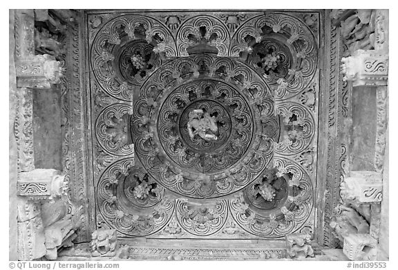 Ceiling decor of temple entrance, Parsvanatha, Eastern Group. Khajuraho, Madhya Pradesh, India (black and white)