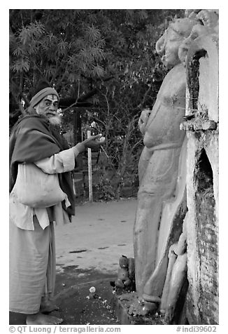 Holy man worshiping Shiva image. Khajuraho, Madhya Pradesh, India (black and white)