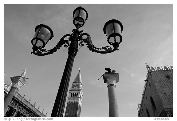 Lamps, Campanile, column with Lion, Piazza San Marco (Square Saint Mark), early morning. Venice, Veneto, Italy (black and white)