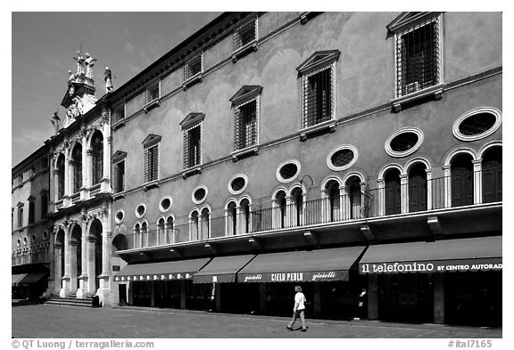 Store in renaissance building, Piazza dei Signori. Veneto, Italy (black and white)