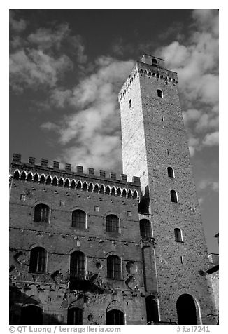 Palazzo del Popolo and Torre Grossa, early morning. San Gimignano, Tuscany, Italy (black and white)