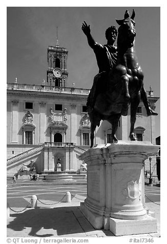 Equestrian status of Marcus Aurelius in front of the Palazzo Senatorio. Rome, Lazio, Italy (black and white)
