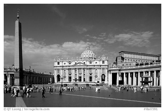 Place St Peter and Basilic Saint Peter. Vatican City (black and white)