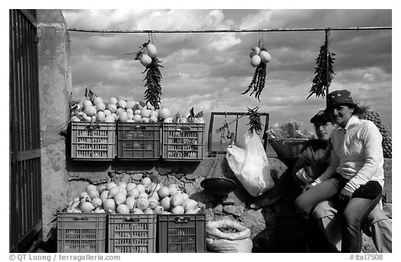 Lemon vendors. Amalfi Coast, Campania, Italy (black and white)