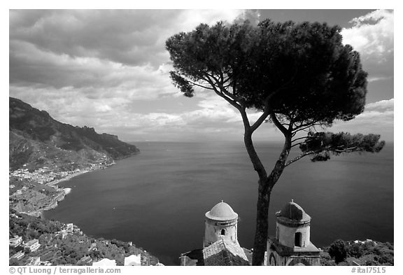 Mediterranean seen from the terraces of Villa Rufulo, Ravello. Amalfi Coast, Campania, Italy