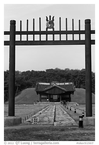 Hongsalmun gate, Sindo and Eodo stone-covered paths (Chamdo), Jongneung. Seoul, South Korea (black and white)