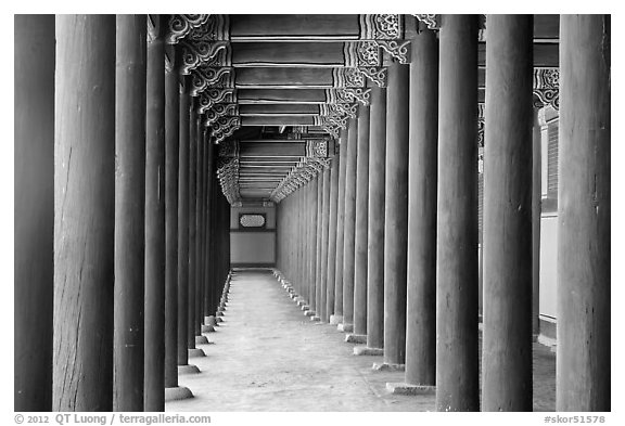 Open corridor around Geugjeong-jeon. Seoul, South Korea (black and white)