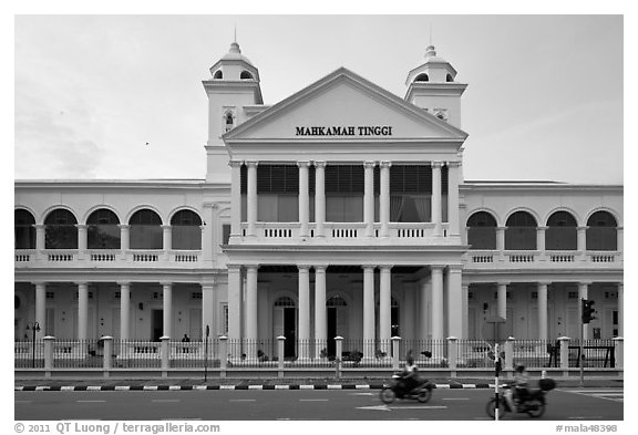 Mahkamah Tinggi colonial-style supreme court. George Town, Penang, Malaysia (black and white)
