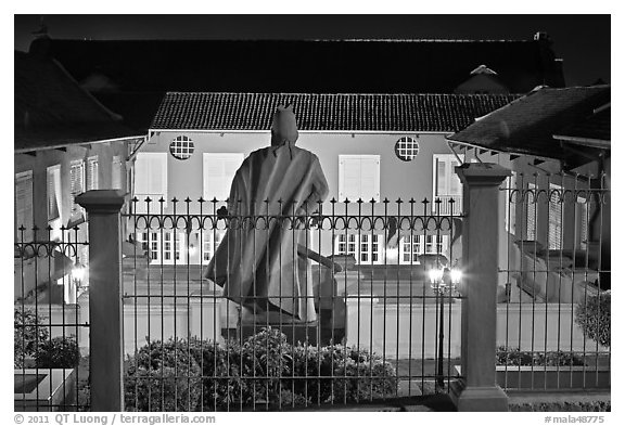Statue and Stadthuys at night. Malacca City, Malaysia (black and white)