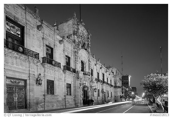 Palacio del Gobernio (Government Palace) by night. Guadalajara, Jalisco, Mexico (black and white)