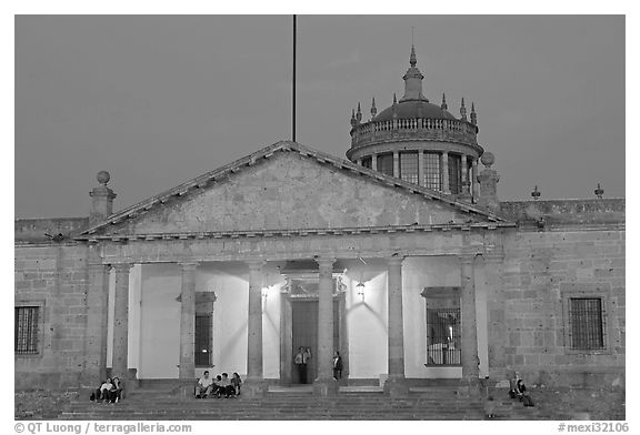 Hospicio Cabanas at night. Guadalajara, Jalisco, Mexico (black and white)