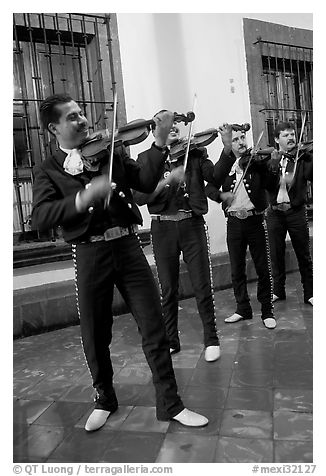 Mariachi musicians at night, Tlaquepaque. Jalisco, Mexico (black and white)
