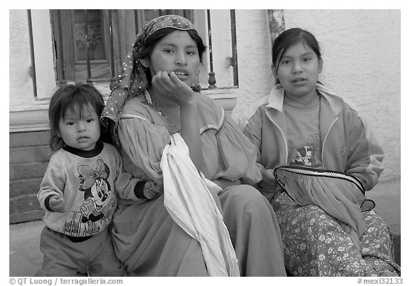 Woman in tradtional costume and girls, Tonala. Jalisco, Mexico