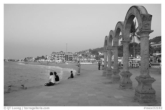 Arches on the Malecon at dusk, Puerto Vallarta, Jalisco. Jalisco, Mexico (black and white)