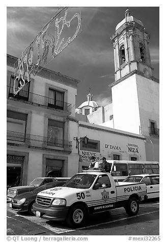 Policemen riding in the back of a pick-up truck. Zacatecas, Mexico (black and white)