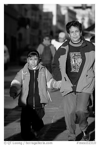 Mother and daughter on a sidewalk. Zacatecas, Mexico (black and white)