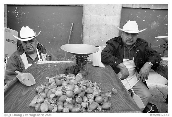 Men with cow-boy hats selling strawberries. Guanajuato, Mexico (black and white)