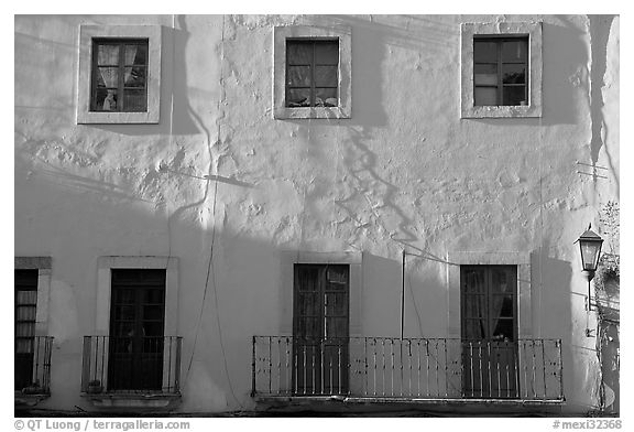 Pink facade. Guanajuato, Mexico (black and white)