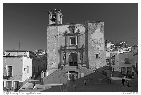 Plaza and church San Roque, early morning. Guanajuato, Mexico (black and white)