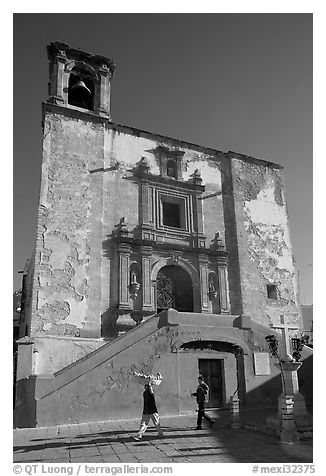 People walking in front of church San Roque, early morning. Guanajuato, Mexico (black and white)