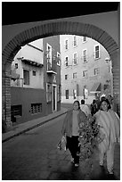 Women walking in a tunnel. Guanajuato, Mexico (black and white)