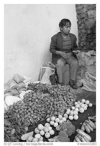 Vegetable street vendor. Guanajuato, Mexico (black and white)