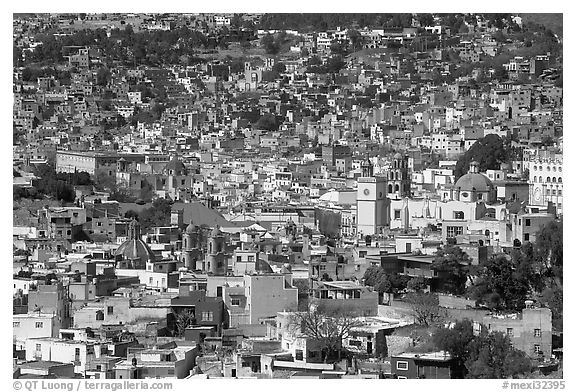 View of the city center from Pipila, mid-day. Guanajuato, Mexico (black and white)