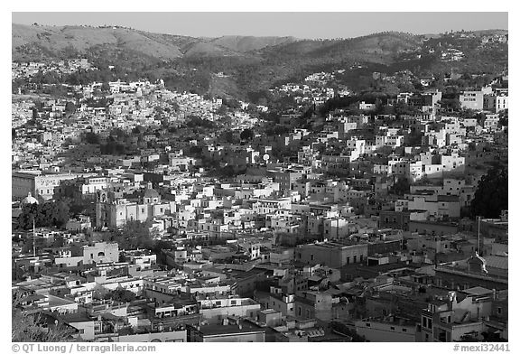 Panoramic view of the town, early morning. Guanajuato, Mexico (black and white)