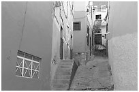 Steep and narrow alleyway. Guanajuato, Mexico (black and white)