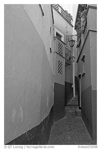 Callejon del Beso, the narrowest of the alleyways. Guanajuato, Mexico (black and white)