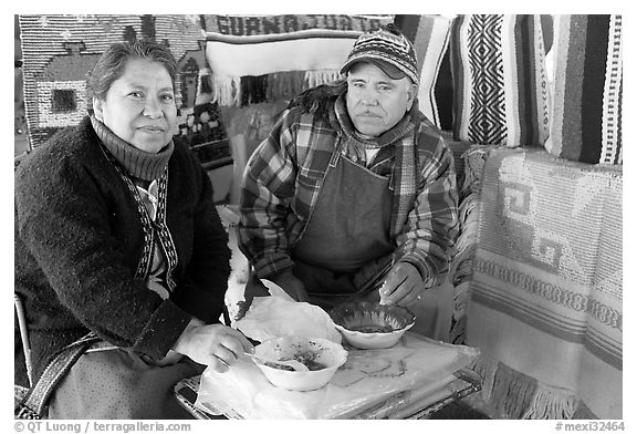 Couple eating in the street. Guanajuato, Mexico (black and white)