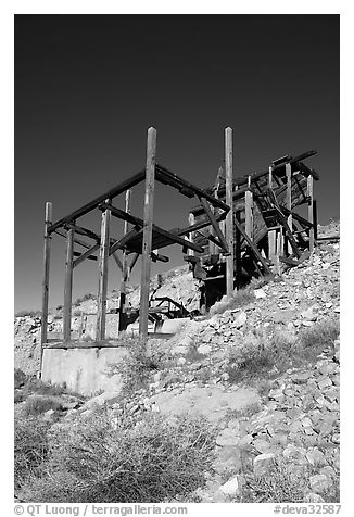 Abandonned Cashier mine, morning. Death Valley National Park (black and white)