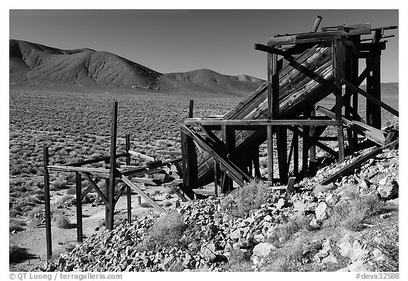 Cashier's mine in the Panamint Mountains, morning. Death Valley National Park (black and white)