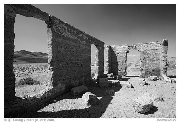 Ashford Mill Ruins. Death Valley National Park (black and white)