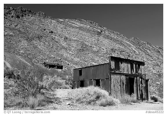 Leadfield. Death Valley National Park (black and white)