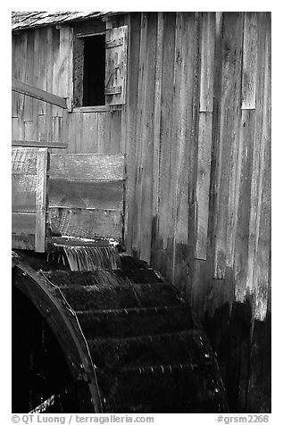 Water flowing on the wheel of mill, Cades Cove, Tennessee. Great Smoky Mountains National Park (black and white)