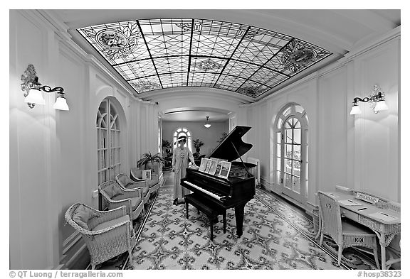 Piano and gallery in assembly room. Hot Springs National Park (black and white)