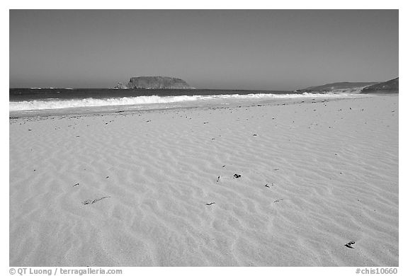 Sand with wind ripples, Cuyler Harbor, mid-day, San Miguel Island. Channel Islands National Park (black and white)