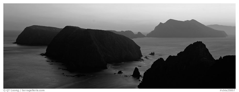 Chain of islands at sunset, Anacapa Island. Channel Islands National Park (black and white)