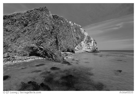 Turquoise waters with kelp, Scorpion Anchorage, Santa Cruz Island. Channel Islands National Park (black and white)