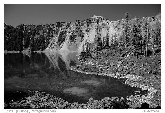 Cove with emerald waters, Fumarole Bay, Wizard Island. Crater Lake National Park (black and white)