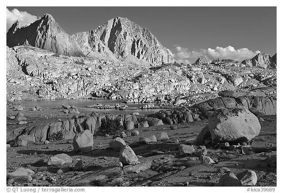 Glacial erratic boulders and mountains, Dusy Basin. Kings Canyon National Park (black and white)
