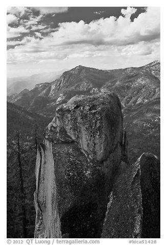 Outcrops and canyon of the Kings river. Kings Canyon National Park (black and white)