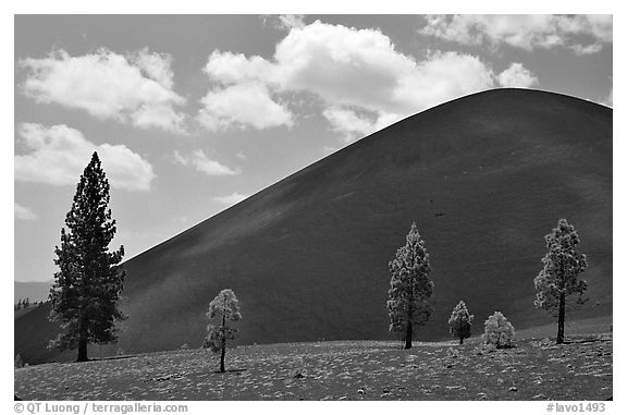 Cinder cone. Lassen Volcanic National Park (black and white)