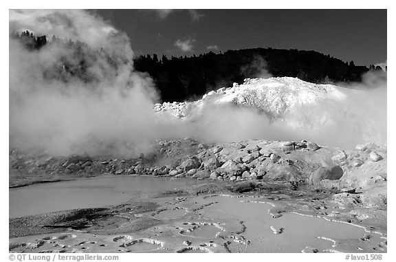 Mud cauldrons and fumeroles in Bumpass Hell thermal area. Lassen Volcanic National Park (black and white)