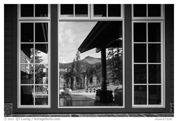 Brokeoff Mountain, Visitor Center window reflexion. Lassen Volcanic National Park (black and white)