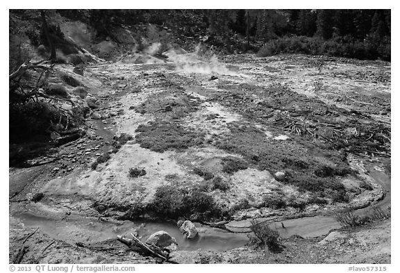 Stream and fumaroles, Devils Kitchen. Lassen Volcanic National Park (black and white)