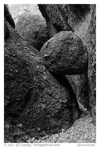 Boulder wedged in slot, Balconies Caves. Pinnacles National Park (black and white)