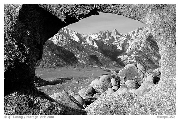 Alabama hills arch I and Sierras, early morning. Sequoia National Park (black and white)
