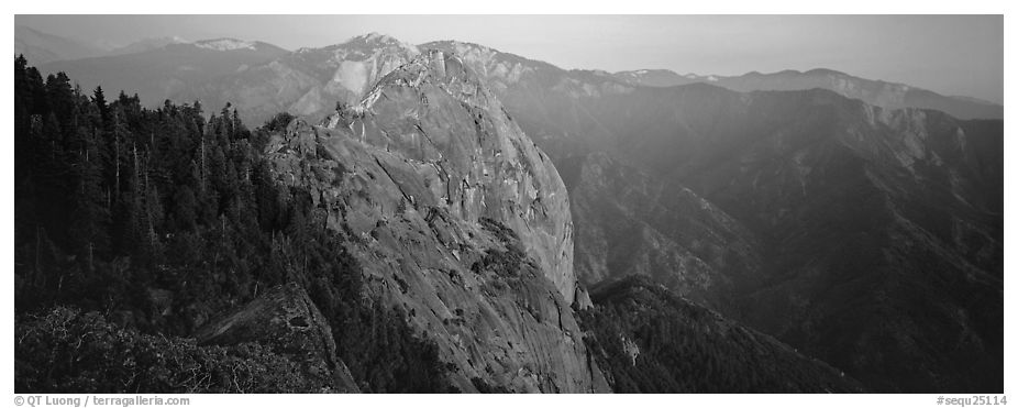 Moro rock. Sequoia National Park (black and white)